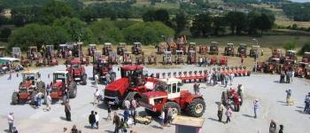 Rassemblement des tracteurs rouges Folles
